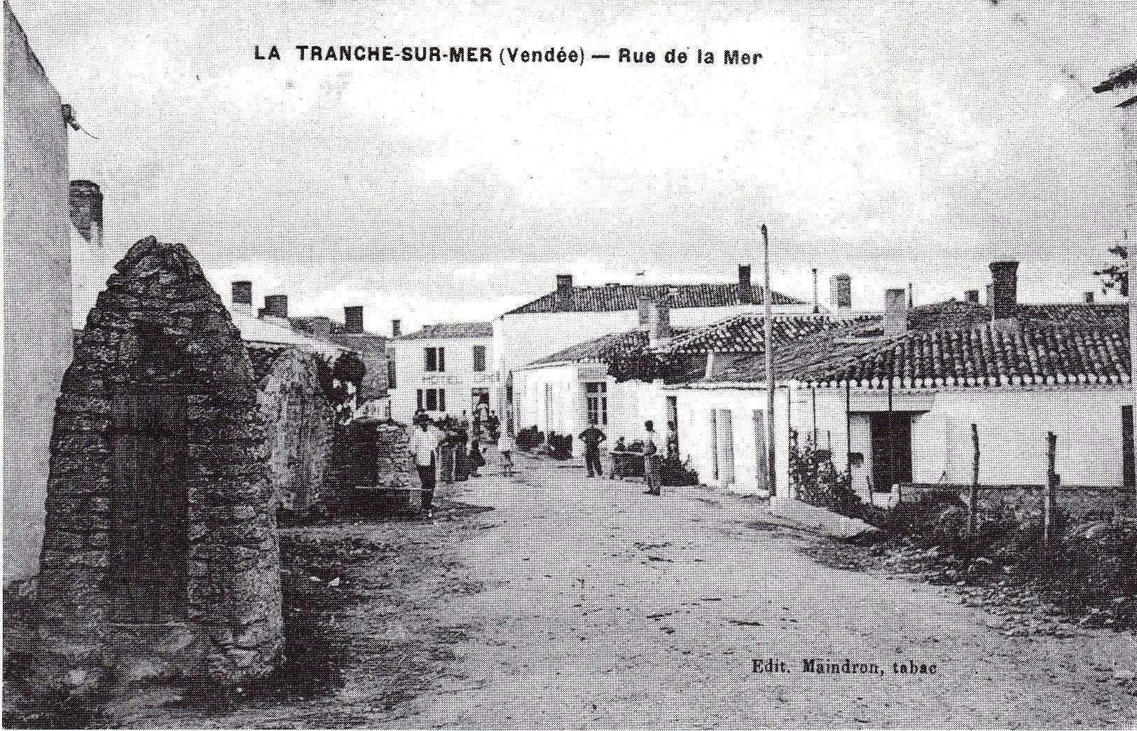 Ave Plage vers Place du Centre 1914.jpg